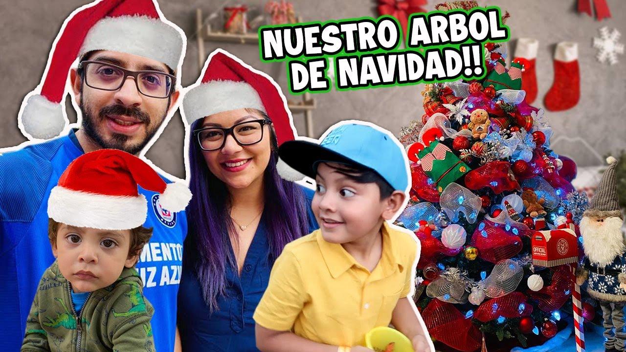 NUESTRO ARBOL DE NAVIDAD | ENVIANDO REGALOS | Family Juega