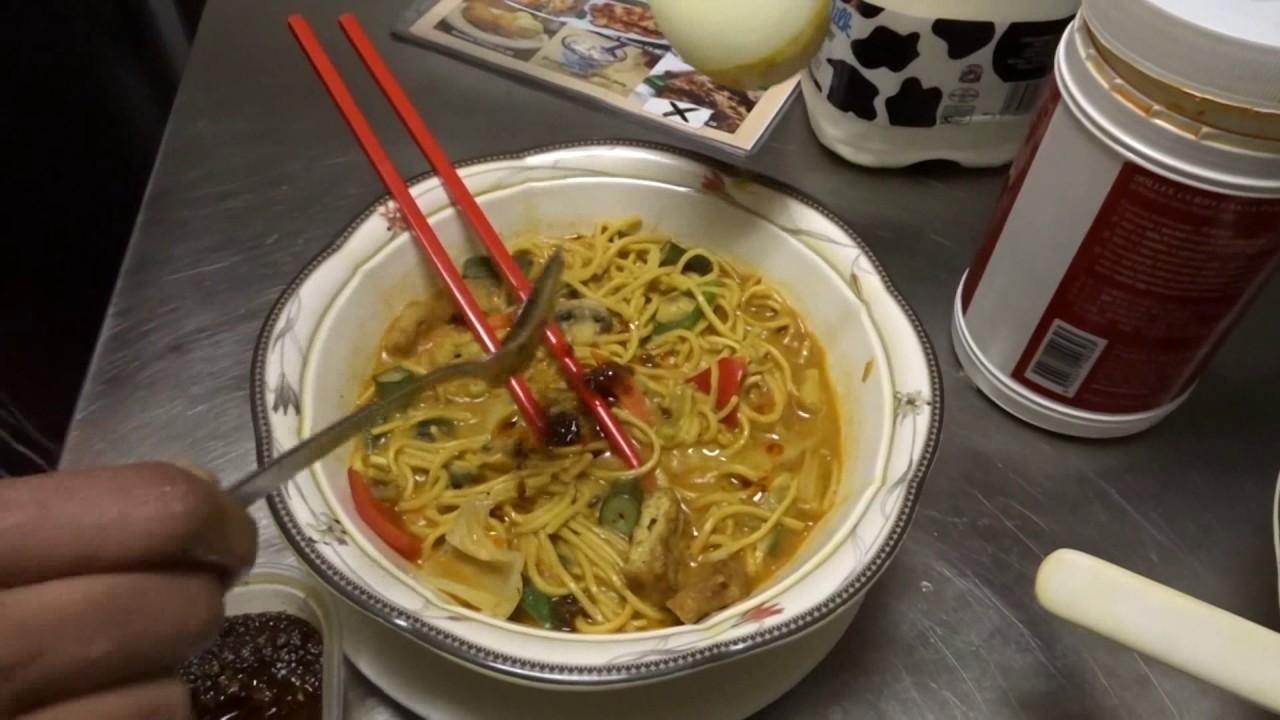 Malaysian Street Food: Kari Laksa Soup & Roti Canai with Dhall Curry at Laksa King, Drummond