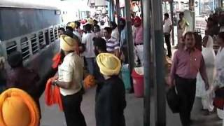 Bir Khalsa- Heartiest welcome at Ludhiana Railway Station thumbnail