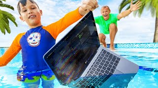 Max esconde el MacBook Pro de papá en el agua