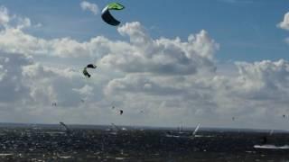 KITESURFerzy w akcji, Zatoka Pucka fragment w Jastarni, kitesurfing, 30 sierpnia 2016 godzina 15:42