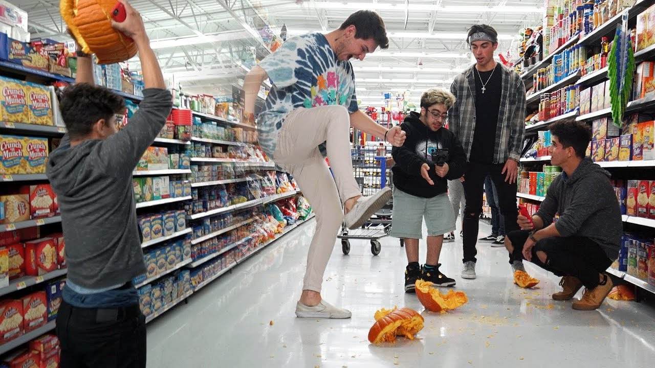 pumpkin-smashing-in-walmart-halloween-special