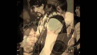 Waylon Jennings........Sing The Girls A Song Bill.wmv