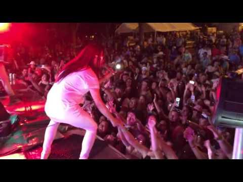AJ Castillo-Cristina/Llorar y Llorar