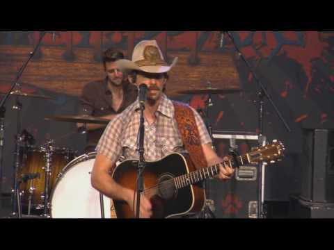 "Zane Williams ""Bringin' Country Back"" LIVE on the Texas Music Scene"