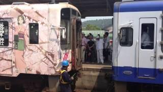 のと鉄道の「花咲くいろは HOME SWEET HOME号」と通常塗装の列車との連結作業の様子を撮った動画です。撮影日は2013年8月13日。穴水駅にて...