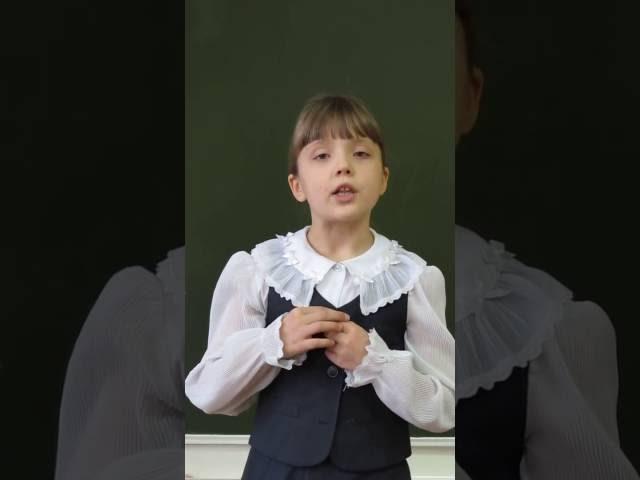 Изображение предпросмотра прочтения – ВероникаЛысенко читает произведение «Мартышка и очки» И.А.Крылова