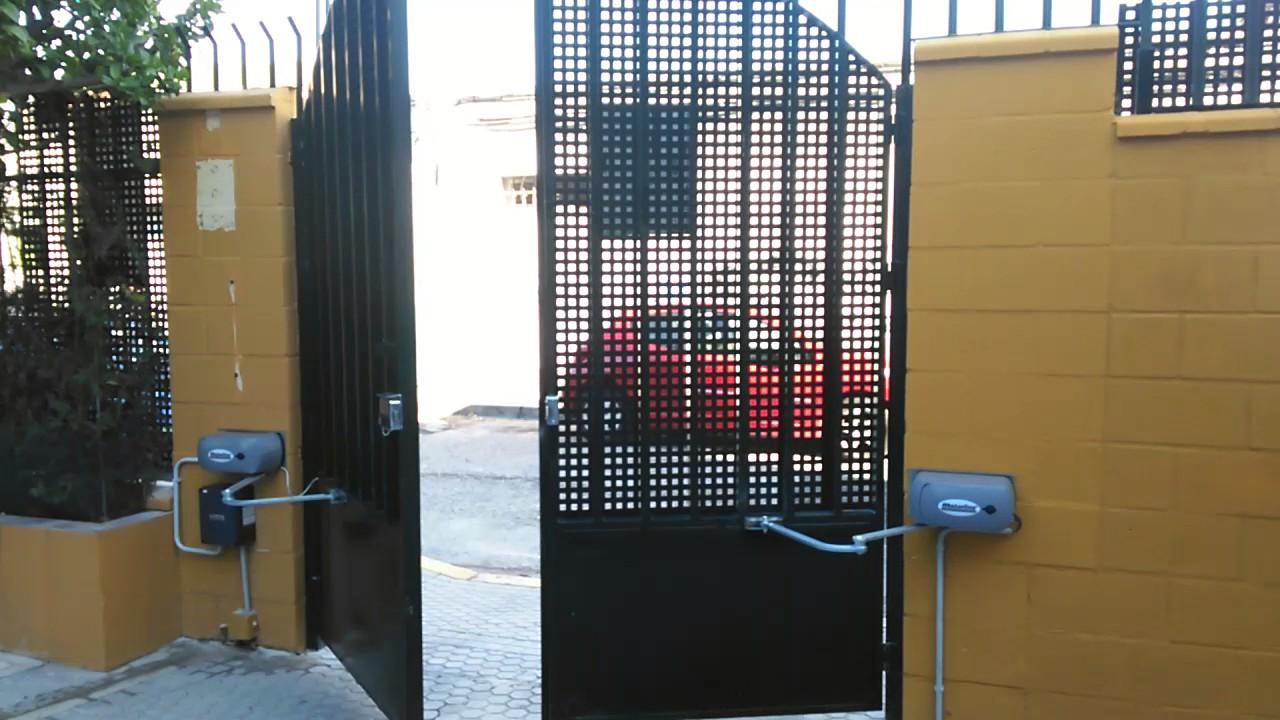 Automatizaci n de dos puertas batientes youtube - Automatizacion de puertas ...