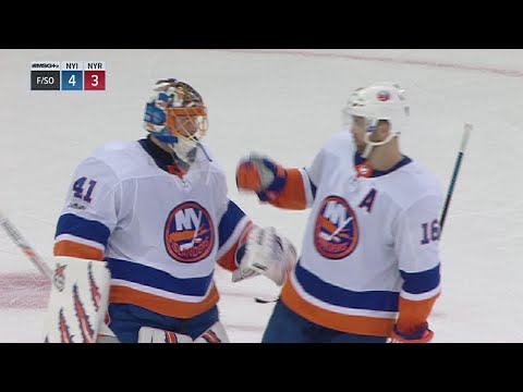 Halak, Tavares lead Isles in shootout for win