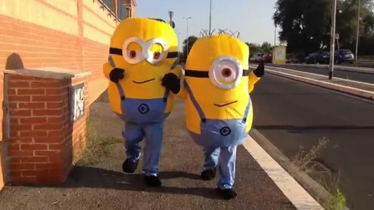 mascotte minions  Incursione Mascotte Minions Roma. - YouTube