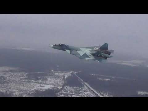 Primeiro voo do avião  russo Sukhoi T-50 com novos motores