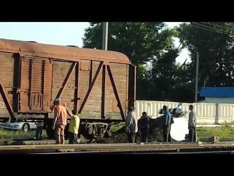 Колхозная попытка подъема вагоны на рельсы