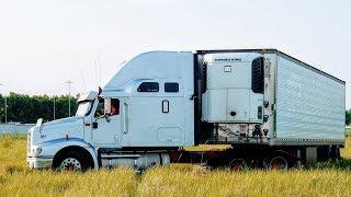 ЧТО У МЕНЯ В КАБИНЕ? INTERNATIONAL 9200 EAGLE -  Мой грузовик ВНУТРИ - КВАРТИРА СТУДИЯ!