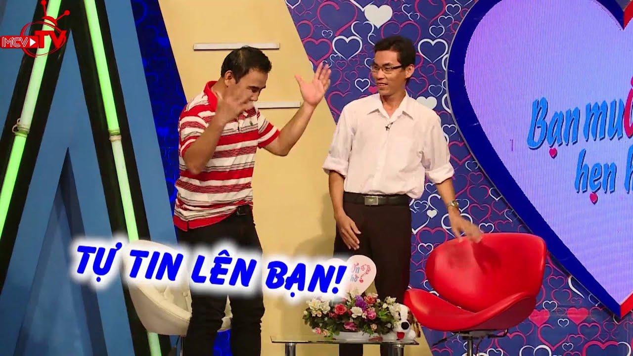 Quyền Linh thích thú với anh chàng hài hước có tài ca hát.