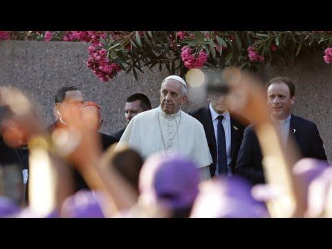 بابا الفاتيكان يعرب عن -الألم والعار- من اعتداءات رجال الدين الجنسية على أطفال  - 10:23-2018 / 1 / 18