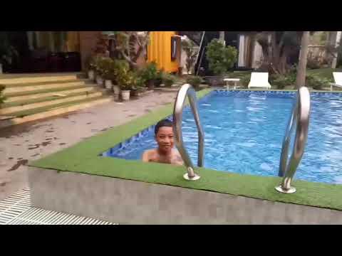 Bể bơi mini nhà vườn.