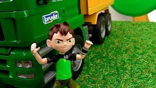 Бен 10 катается на машинах! Бен Тен в видео с игрушками.