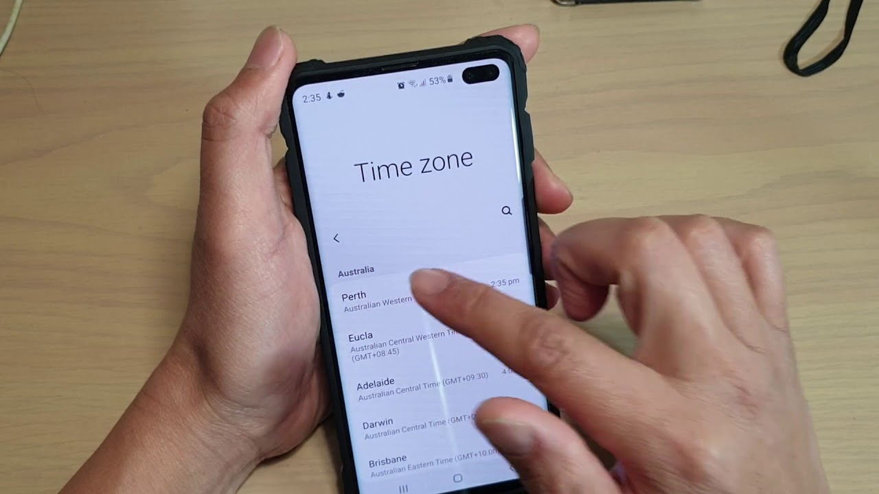 Galaxy S10 / S10+: How to Enable / Disable Roaming Clock on Lock Screen /  Always On Display