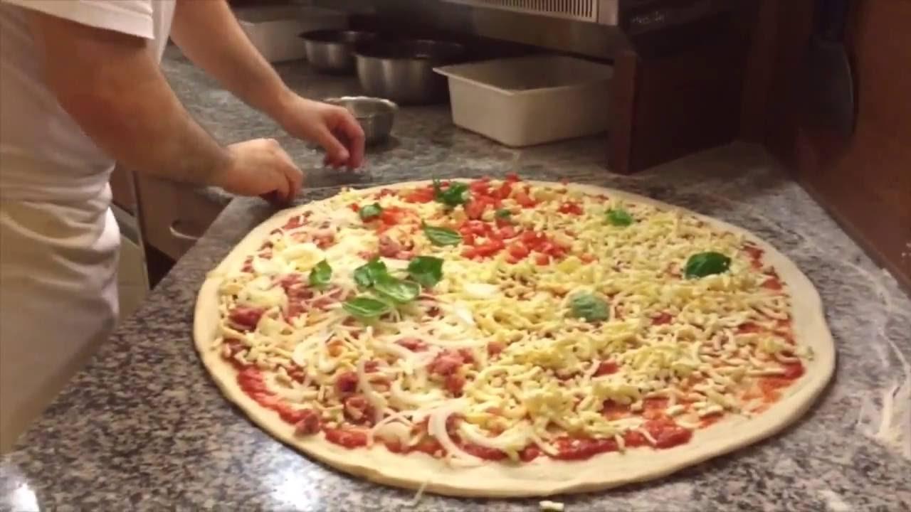 La pizza piu grande del mondo youtube for La villa piu grande del mondo