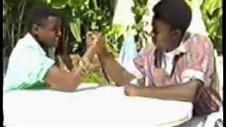 ABANTU BANGANA NTACYO BAPFUYE   ( DURUMURALI)