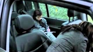 [VOSTFR] Une petite fille fait une blague à sa maman
