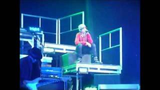 Justin Bieber Crying While Singing Down to Earth In Cincinnati