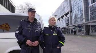 Poliisi ja pysäköinninvalvonta partioivat yhdessä