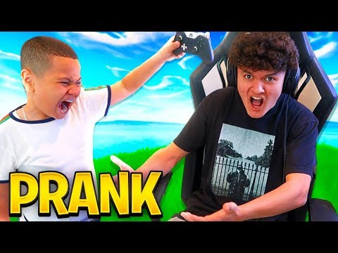 MY LITTLE BROTHER DESTROYS FAZE JARVIS CONTROLLER PRANK!!! *INSANE REACTION* HE WAS SO MAD! FORTNITE