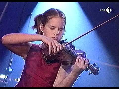 Lisa Jacobs & Sjoerd Pleijsier - Als ze als kind - KRO 75 Jaar Heartbeat Concert 22-11-00 HD