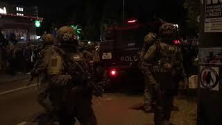 Nehmt die Waffen runter Kämpft mit uns nicht gegen unsPolizei SEK beim G20 Gipfel 8 7 2017