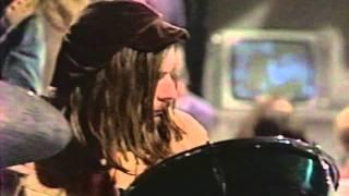 Смотреть клип Status Quo - Tune To The Music