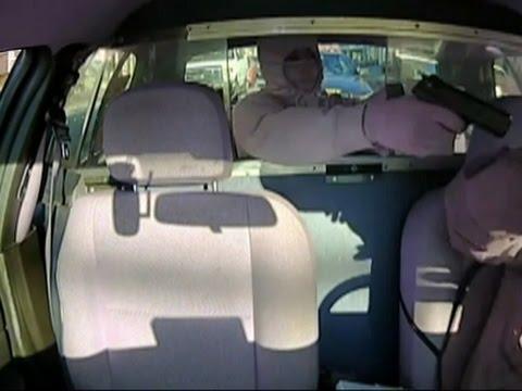 VIDEO: Le robaba a un taxista, pero un policía se dio cuenta y lo capturó