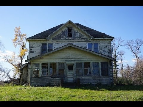 Abandoned 6BR farmhouse w/ 2 staircases and burnt attic