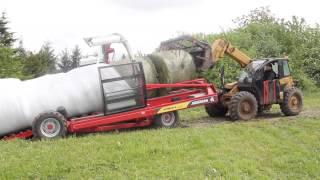 Owijarka szeregowa Hybrid X pracująca w gospodarstwie rolnym Futura XXI Sp. z.o.o
