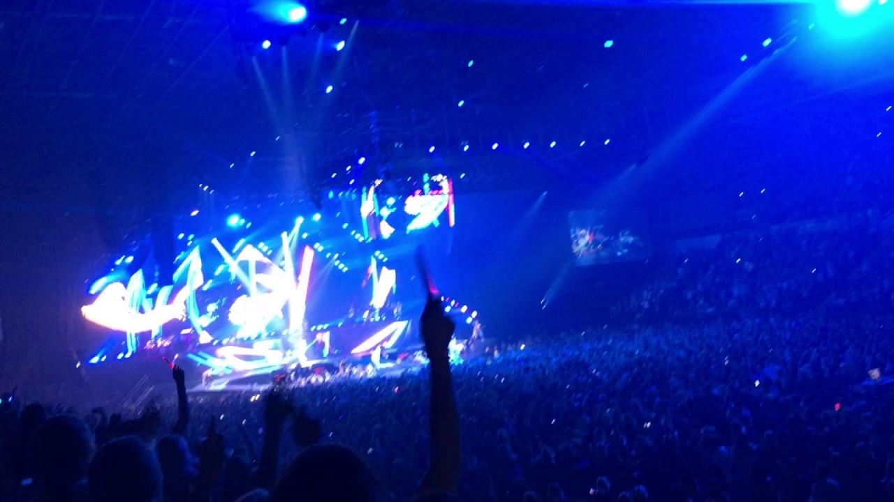 Baby - Justin Bieber (Purpose World Tour, Sheffield) - YouTube