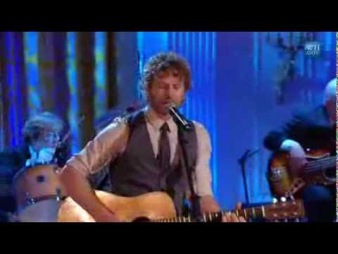 "Dierks Bentley performs ""Home"" 