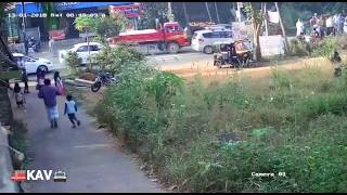 LIVE CCTV FOOTAGE CAR Accident ! Car Hit a Girl in Kerala ! Parents Please Take Care of your Child