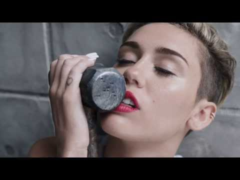 MILEY CYRUS MONTAGE SEXIEST CLIPS (1080P) We can't stop, Wrecking ball & 23.