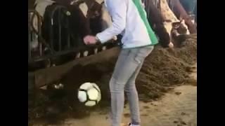 """De officiële videoclip  van """"Woubrugge Wordt Kampioen"""" door FC Woubie"""