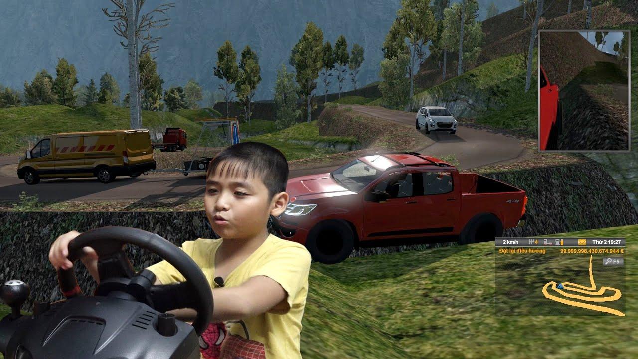 Bé Dương lái xe bán tải siêu khỏe đi phượt