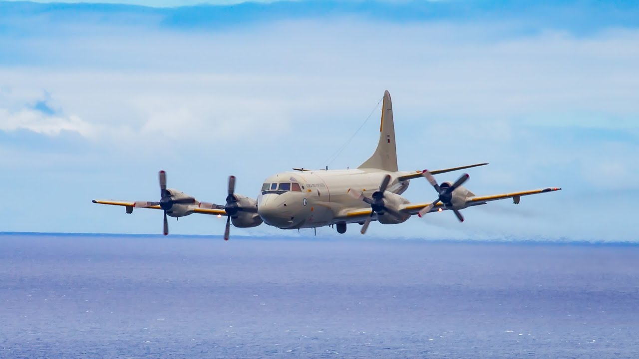 AWESOME LOW PASS Lockheed P-3C Orion at Madeira Airport