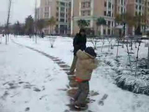2008 Snowing Shanghai Part 3 (have fun!)