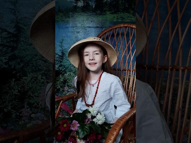 Изображение предпросмотра прочтения – КсенияАвдеева читает произведение «Ока» М.И.Цветаевой
