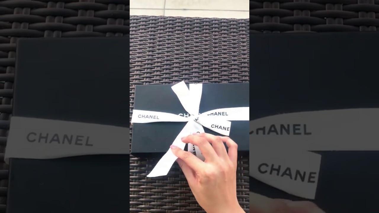 5095af58fe48 NEW] UNBOXING CHANEL BOY SMALL FLAP WALLET 2017 - YouTube