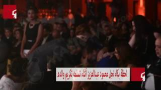 بالفيديو- نجل محمود عبدالعزيز ينهار من البكاء بعد تسلمه تكريم والده