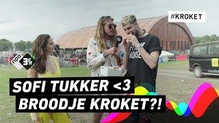 Sofi Tukker Probeert Broodje Kroket Op Lowlands 2018  3fm Gemist