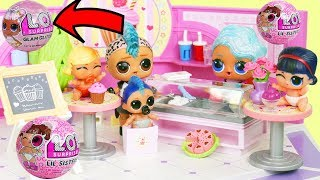 LOL Surprise Splash Queen Opens Cupcake Shop with Eye Spy Lil Sister Blind Bags for Biggie Petsa