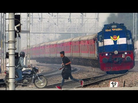 Dangerous Railway Crossing | Gurgaon | Indian Railways