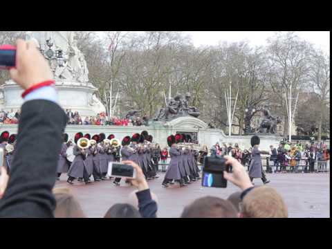 Changing of the Guard - Buckingham Palace (4)