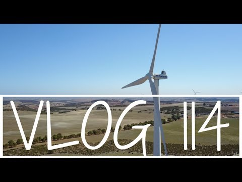 WIND FARMS and ELLENDALE POOL FILMED WITH THE DJI MAVIC PRO DRONE | ROAD TRIP DAY 2 | Vlog 114